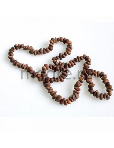 Halskette aus Zedernnüssen